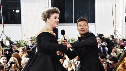 Kelly Clarkson Has Epic Freak Out After Spying Her Idol On The Red Carpet   Country Music Videos
