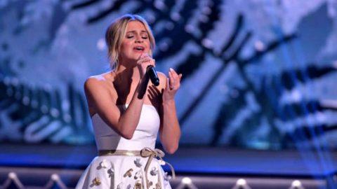 Kelsea Ballerini Tugs Heartstrings With Nostalgic 'White Christmas' Performance | Country Music Videos