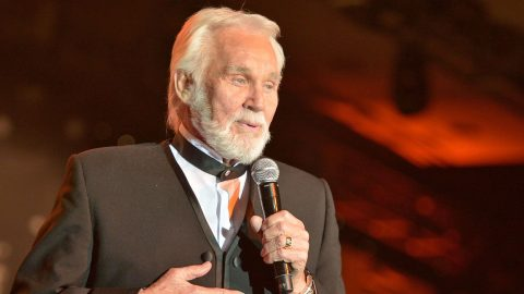 Kenny Rogers Is Set To Receive The Honor Of A Lifetime | Country Music Videos