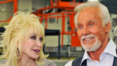 Kenny Rogers Dishes On Flirting With Dolly (WATCH) | Country Music Videos