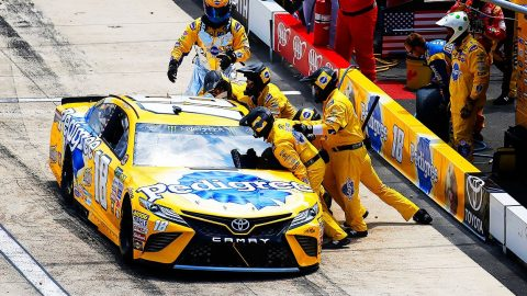 Kyle Busch Suffers After His Crew's Big Mistake | Country Music Videos