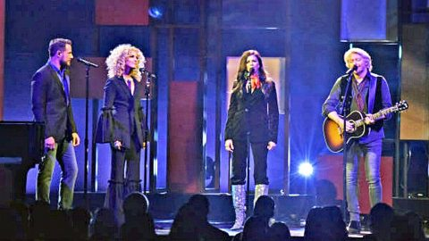 Little Big Town Pay Tribute To Glen Campbell With Moving 'Wichita Lineman' Performance | Country Music Videos