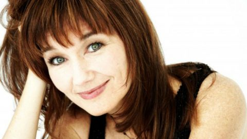 '90s Hitmaker Lari White Releases New Album Celebrating 'Old Friends' and 'New Loves' | Country Music Videos