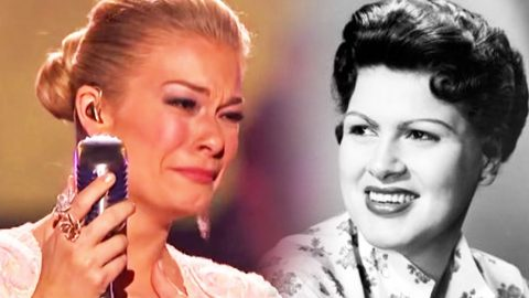 LeAnn Rimes Cries Mid-Song In Historic Patsy Cline Tribute | Country Music Videos