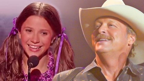 Young Girl Yodels Like A Pro To Alan Jackson's 'Itty Bitty' | Country Music Videos