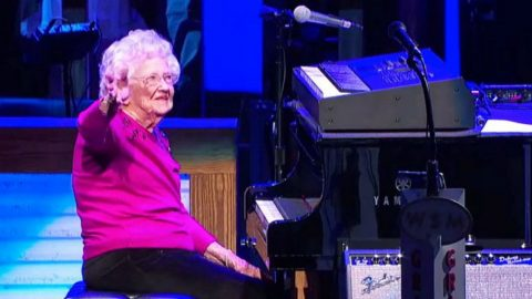 Josh Turner's 98-Year Old Grandmother Makes Opry Debut With Jaw-Dropping Piano Performance | Country Music Videos