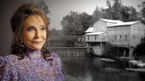 Loretta Lynn's Haunted Plantation Secrets Revealed In Chilling Investigation | Country Music Videos