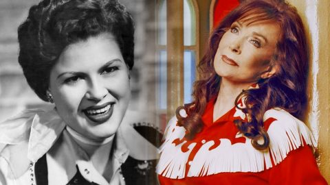 Overcome With Emotion, Loretta Lynn Honors Patsy Cline With Heartfelt Tribute | Country Music Videos