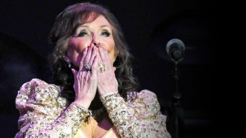 Loretta Hoped The Loss Of Her Baby Girl Would Get Easier…But When She Gets On Stage? IN TEARS! | Country Music Videos