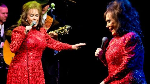 Loretta Lynn Lights Up The Stage With Sassy Performance At ACL's Moody Theatre | Country Music Videos