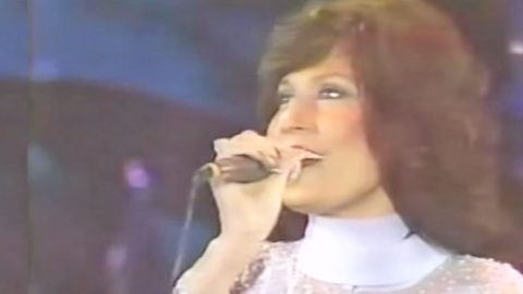 Loretta Lynn Sings Controversial Song 'The Pill' After Banned From Radio | Country Music Videos