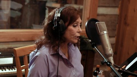 Loretta Lynn Shares Details Of Her Ghostly Encounter With A Country Legend | Country Music Videos