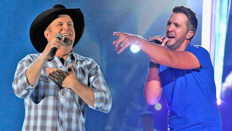 Luke Bryan Delivers Jaw-Dropping Tribute To Garth Brooks | Country Music Videos