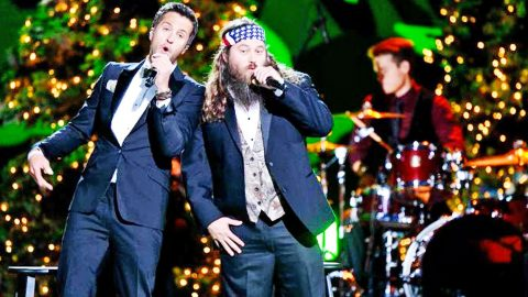 Luke Bryan Joins Willie Robertson For Country's Most Comical Christmas Carol | Country Music Videos