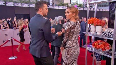Luke Bryan Shows Giuliana Rancic How To Perfect The 'Booty Shake' | Country Music Videos