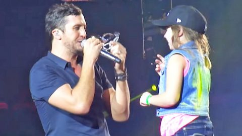 Luke Bryan Struggles To Be Crowned Like A Princess During Concert By Adorable Fan | Country Music Videos