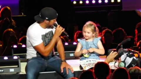 """Adorable 5-Year Old Sings """"Kill The Lights"""" With Luke Bryan At Recent Concert 