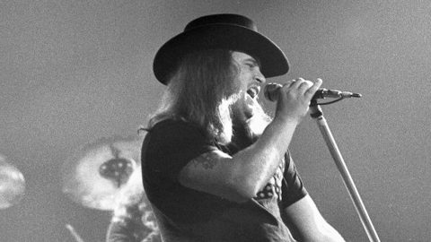 RARE: 3 Months Before Plane Crash, Ronnie Van Zant Performs 'Workin' For MCA'   Country Music Videos