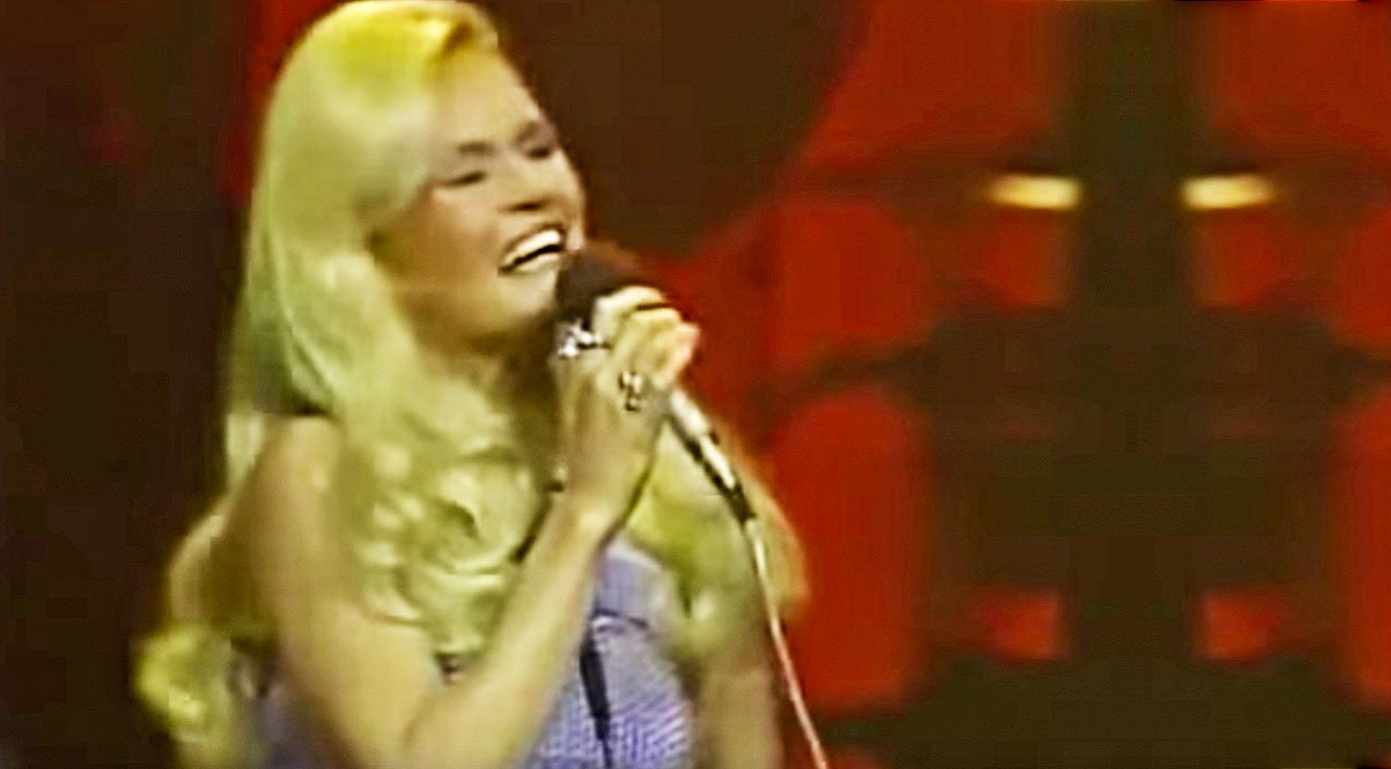 Lynn Anderson S Spine Tingling 1971 Rose Garden Performance Will Leave You Speechless