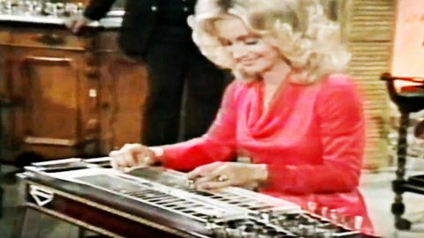 Johnny Cash Stunned As Barbara Mandrell Hammers Out Killer Steel Guitar Riffs | Country Music Videos