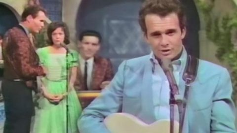 Merle Haggard – I'm a Lonesome Fugitive (LIVE) | Country Music Videos