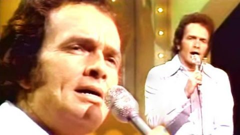 Merle Haggard – Holding Things Together (WATCH) | Country Music Videos