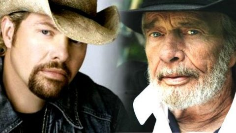 Merle Haggard and Toby Keith Sing 'I Take A Lot Of Pride In What I Am' On Their Tour Bus (VIDEO) | Country Music Videos