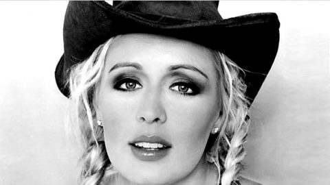 Mindy McCready Empowers Women Through Music | Country Music Videos