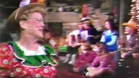 Minnie Pearl Joins Country Legends For Christmas Medley That'll Deliver Endless Cheer | Country Music Videos