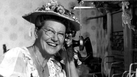Minnie Pearl Leaves Crowd In Stitches On The Johnny Cash Show In 1969 | Country Music Videos