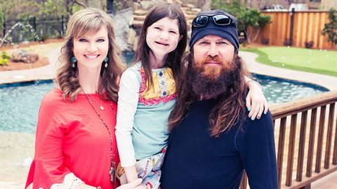 Missy Robertson Fondly Discusses Daughter Mia's Resilience | Country Music Videos