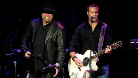 Eddie Montgomery Collapses On Stage During Montgomery Gentry Set | Country Music Videos