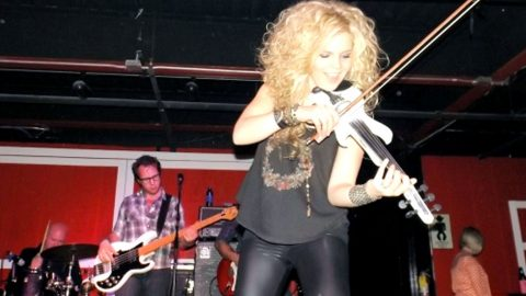 Raspy Country Newcomer & Her Fiddle Deliver Most Incredible 'Amazing Grace' Performance | Country Music Videos