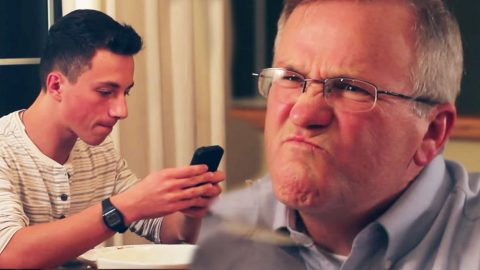 Strict Dad's Appropriate Response to Kids Texting at Dinner Table (MUST SEE!) | Country Music Videos