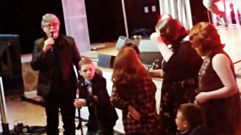 Randy Owen Singing 'Angels Among Us' With Kids From Hospital Is Too Sweet For Words | Country Music Videos