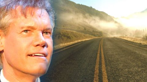 Randy Travis – King of the Road (Live) (VIDEO) | Country Music Videos