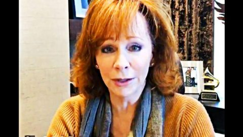 Reba Chokes Back Tears Over These Powerful Words | Country Music Videos