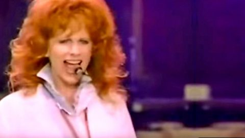 '9 to 5' Gets A Fiery Makeover From Reba McEntire | Country Music Videos