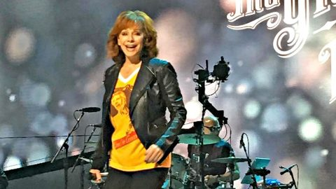 Reba Honors Kenny Rogers With One Of His Beloved First Hits | Country Music Videos
