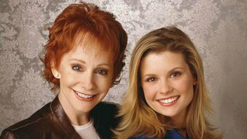 'Reba' Actress Shares True Feelings About Her Former Co-Star, Reba McEntire | Country Music Videos