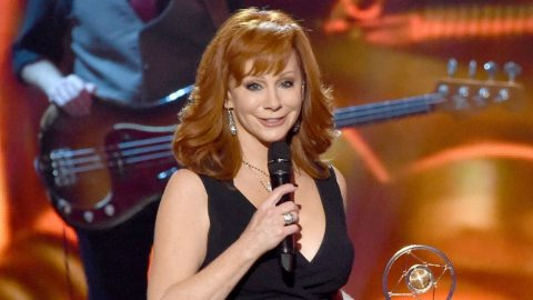Reba McEntire Has Dinner In Cancun With Someone Special | Country Music Videos