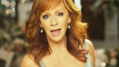Reba McEntire – I Keep On Lovin' You | Country Music Videos