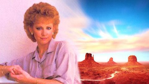 Reba McEntire – Lookin' For A New Love Story (WATCH) | Country Music Videos
