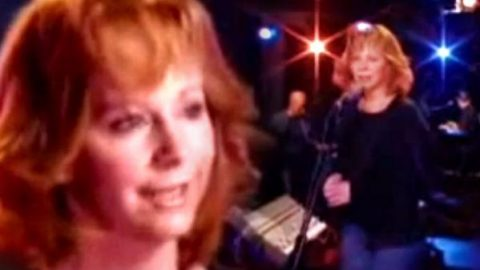 Reba McEntire – Somebody (Acoustic Version) | Country Music Videos