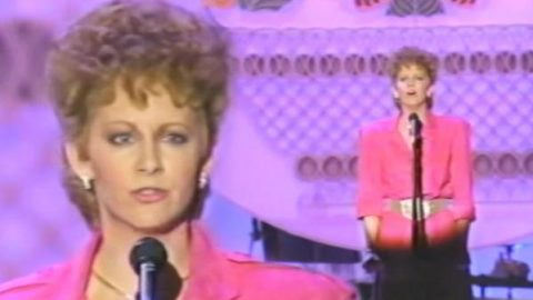 Reba McEntire – Whoever's In New England (Country Music Awards 1986) (WATCH) | Country Music Videos