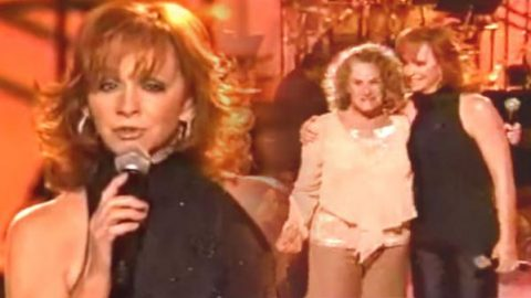 Reba McEntire and Carol King – Everyday People (WATCH) | Country Music Videos