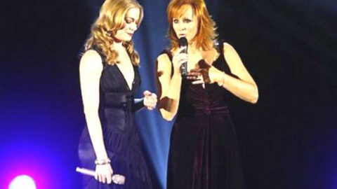 Reba McEntire and Leann Rimes – When You Love Someone Like That   Country Music Videos