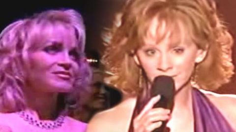 Reba McEntire sings for Barbara Mandrell on ACM Special (VIDEO) | Country Music Videos