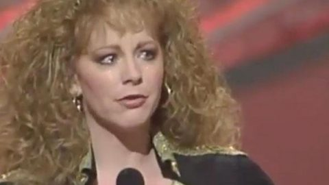 Reba McEntire Spills Emotions Out On Stage During Beautiful Acceptance Speech | Country Music Videos