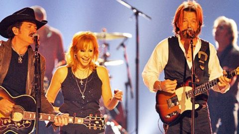 Reba McEntire with Brooks & Dunn – If You See Him/If You See Her (Live) (WATCH)   Country Music Videos